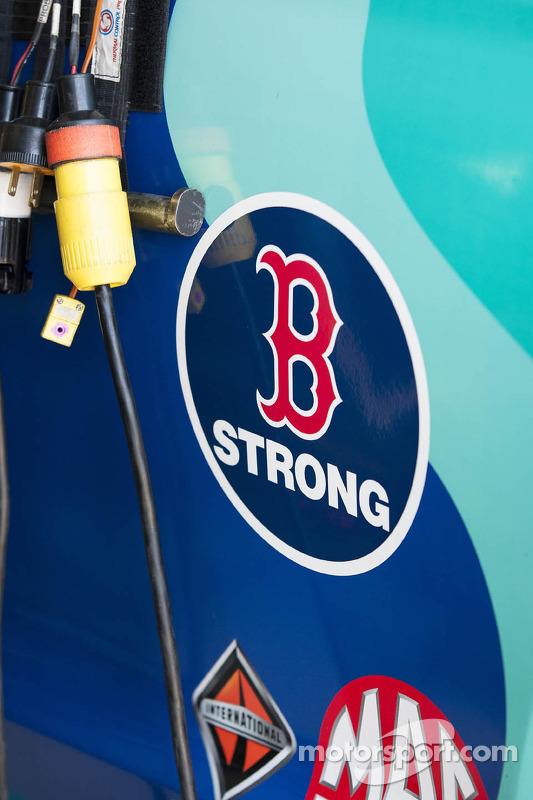 Ricky Stenhouse Jr., Roush Fenway Racing Ford honra vítimas dos atentados de bostom