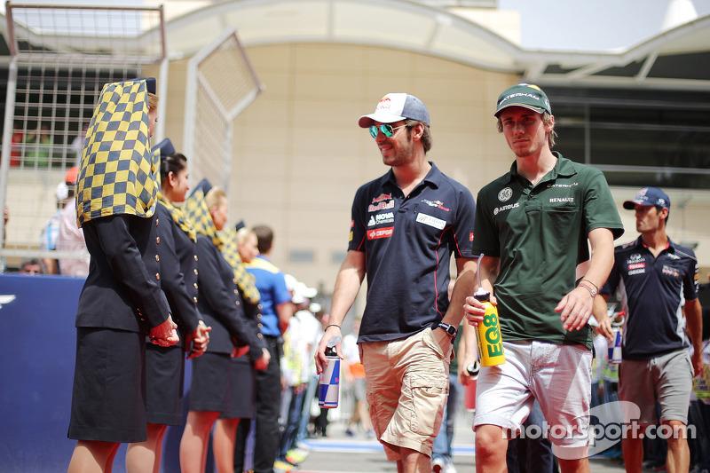 (L naar R): Jean-Eric Vergne, Scuderia Toro Rosso en Charles Pic, Caterham bij de rijdersparade