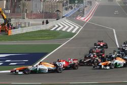 Paul di Resta, Sahara Force India VJM06 leads Felipe Massa, Ferrari F138 at the start of the race