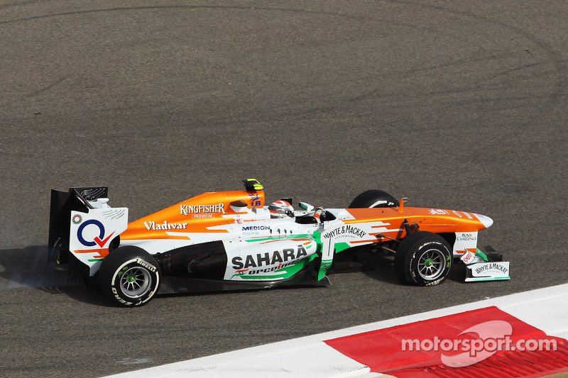 Adrian Sutil, Sahara Force India VJM06 with a puncture at the start of the race