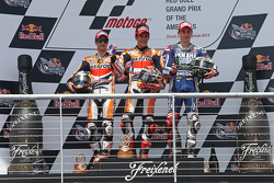 Podium: Sieger Marc Marquez mit Dani Pedrosa und Jorge Lorenzo
