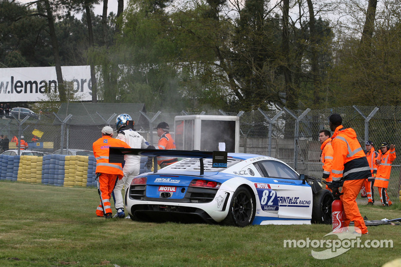 Crash voor #82 Team Saintéloc Racing BR Performance Audi R8 LMS Ultra: Jean-Marc Quintois, Mathieu J