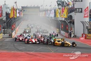 Start: Ryan Hunter-Reay, Andretti Autosport Chevrolet leads