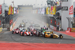 Start: Ryan Hunter-Reay, Andretti Autosport Chevrolet leads