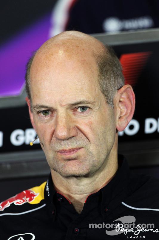 Adrian Newey, Red Bull Racing, engenheiro chefe, na conferência de imprensa da FIA