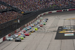 Start: Kurt Busch, Furniture Row Racing Chevrolet leads