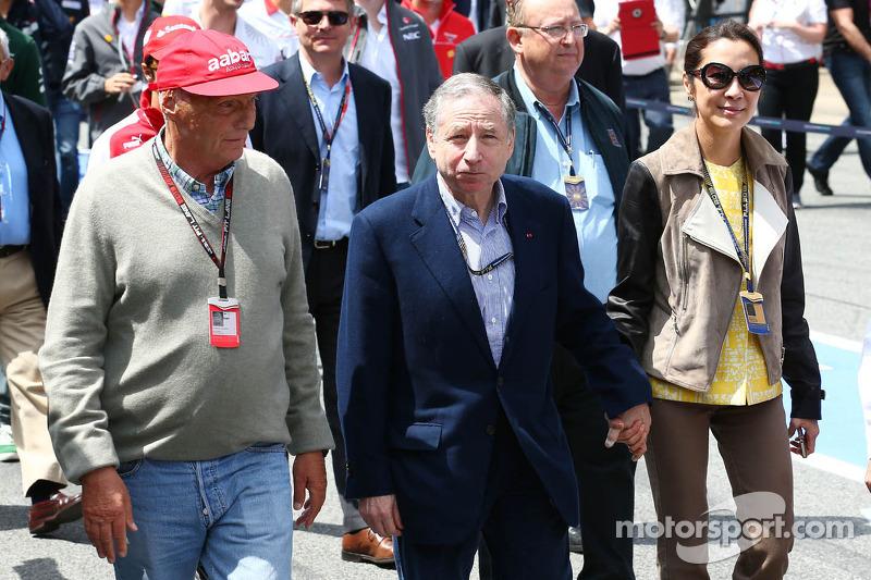 (L naar R): Niki Lauda, Mercedes Non-Executive Chairman met Jean Todt, FIA President en Michelle Yeoh (MAL)
