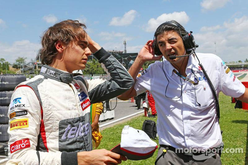 (L naar R): Esteban Gutierrez, Sauber met Francesco Nenci, Sauber Race Engineer op de grid