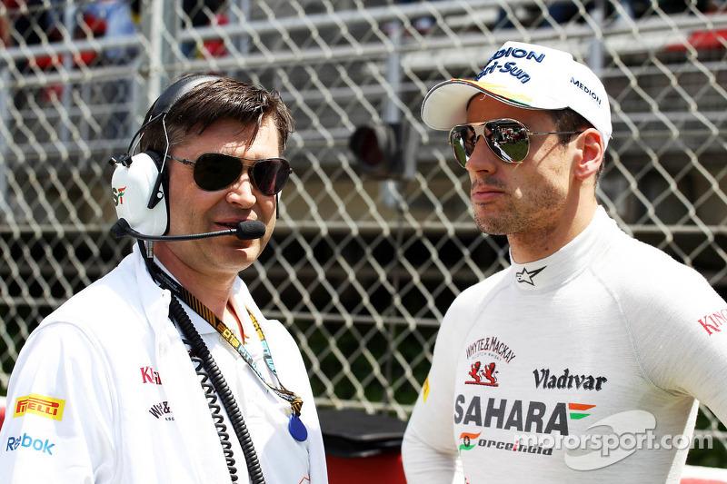 (L naar R): Bradley Joyce, Sahara Force India F1 Race Engineer met Adrian Sutil, Sahara Force India F1 op de grid