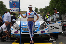 The Grid Girl of Alex MacDowall, Chevrolet Cruze 1.6T, bamboo-engineering