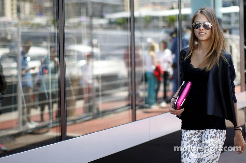 Dasha Kapustina, Fernando Alonso's vriendin
