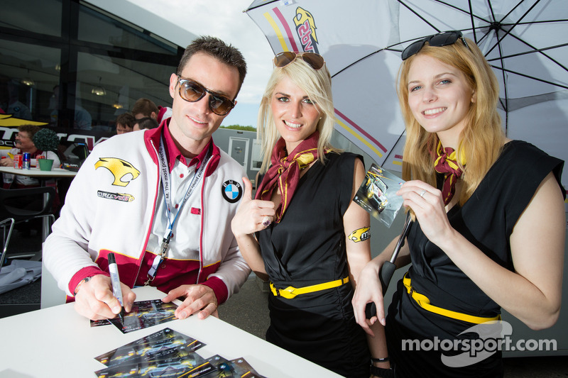 Andrea Piccini met Marc VDS Racing girls