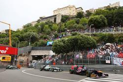 Daniel Ricciardo, Scuderia Toro Rosso STR8, Nico Rosberg, Mercedes AMG F1 W04 y Lewis Hamilton, Mercedes AMG F1 W04