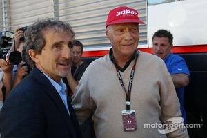 (L to R): Alain Prost, with Niki Lauda, Mercedes Non-Executive Chairman