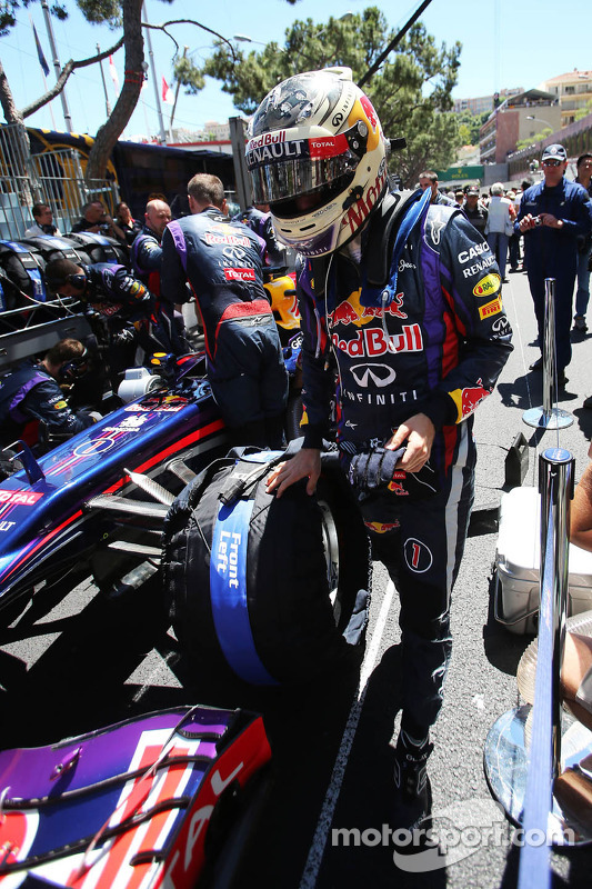 Sebastian Vettel, Red Bull Racing RB9 op de grid