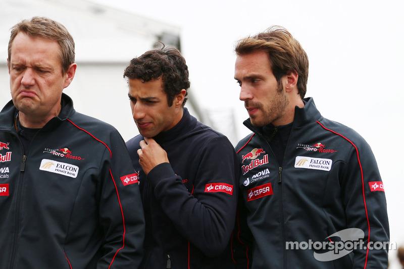 (L to R): Steve Nielsen, Scuderia Toro Rosso Sporting Director with Daniel Ricciardo, Scuderia Toro