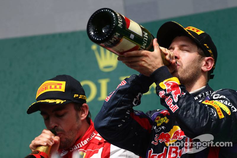 2e plaats for Fernando Alonso, Ferrari F138 en 1e plaats voor Sebastian Vettel, Red Bull Racing