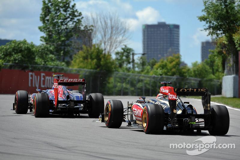 Daniel Ricciardo, Scuderia Toro Rosso STR8 en Kimi Raikkonen, Lotus F1 E21