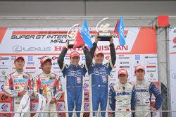 GT500 podium: race winners Tsugio Matsuda, Joao Paulo de Oliveira