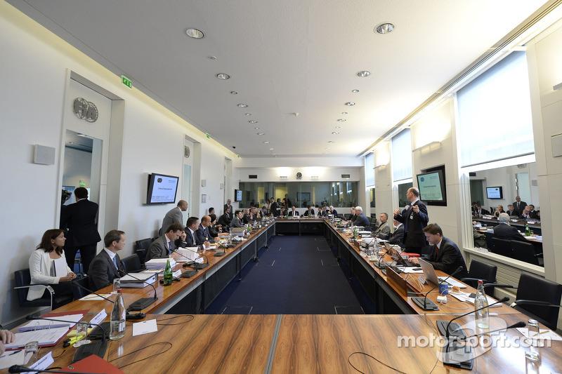 Pirelli Mercedes Tribunal
