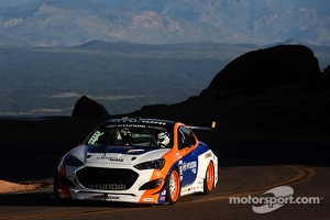 #98 Hyundai Genesis Coupe: Paul Dallenbach
