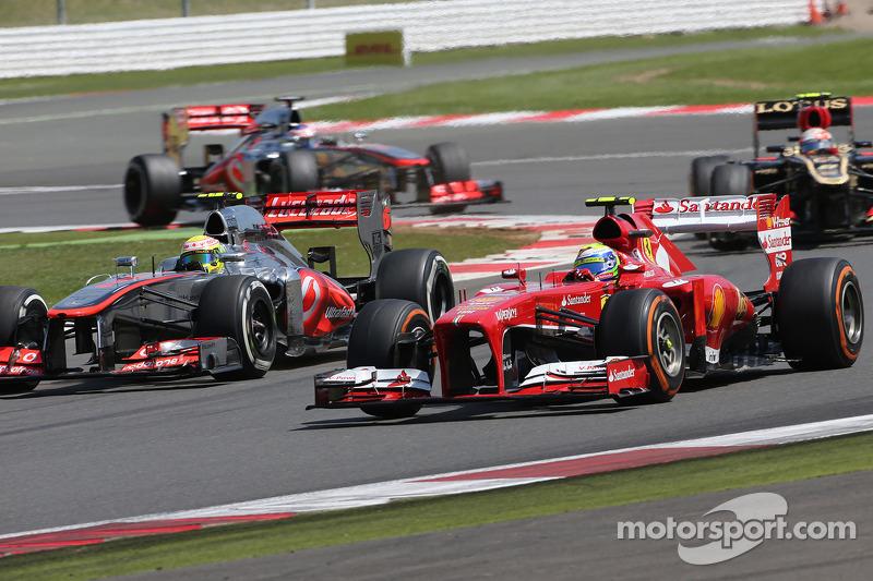 Sergio Perez, McLaren Mercedes  and Felipe Massa, Scuderia Ferrari