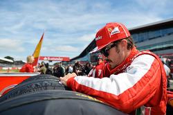 Fernando Alonso Ferrari on the grid