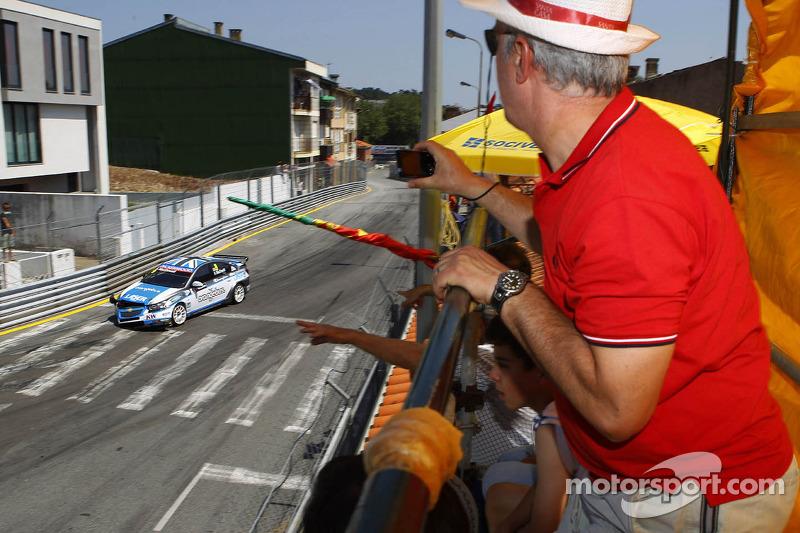 Alex MacDowall, Chevrolet Cruze 1.6T, bamboo-engineering gecrasht