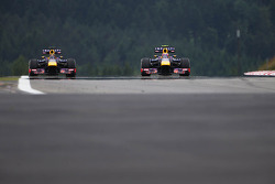 (Da esquerda para direita): Sebastian Vettel, Red Bull Racing RB9, e Mark Webber, Red Bull Racing RB9