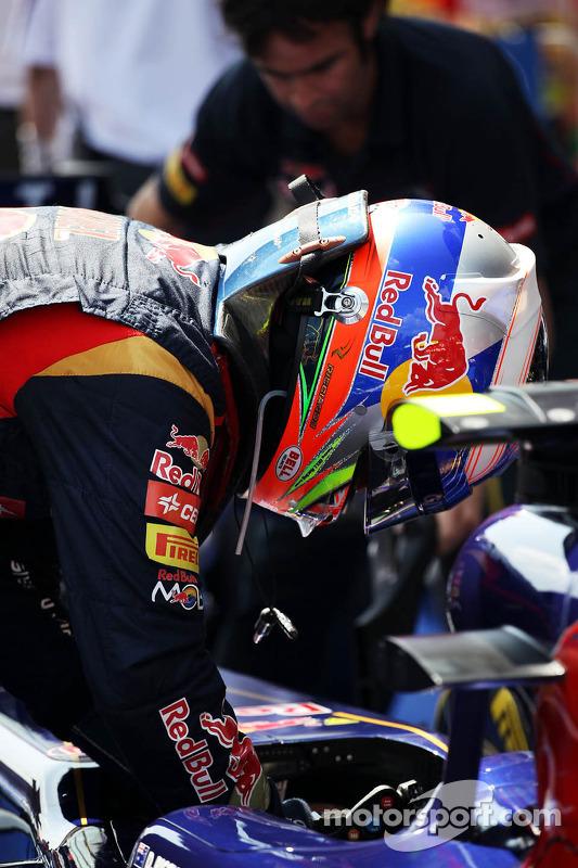 Daniel Ricciardo, Scuderia Toro Rosso STR8, em parque fechado