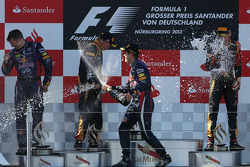 Kimi Raikkonen, Lotus F1 Team, Sebastian Vettel, Red Bull Racing e Romain Grosjean, Lotus F1 Team
