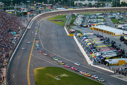 Kyle Busch, Joe Gibbs Racing Toyota leads the field onto pit road