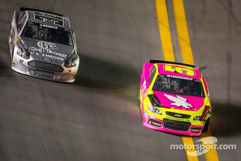A.J. Allmendinger, Phoenix Racing Chevrolet komt los, maar houdt de controle