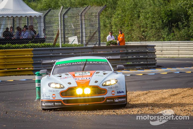 #99 Aston Martin Racing Aston Martin Vantage GTE: Rob Bell, Frédéric Makowiecki, Bruno Senna gaat va