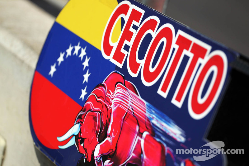 Pit board for Johnny Cecotto, Scuderia Toro Rosso Test Driver