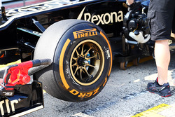 Pirelli tyre on the Lotus F1 E21 of Davide Valsecchi, Lotus F1 Third Driver