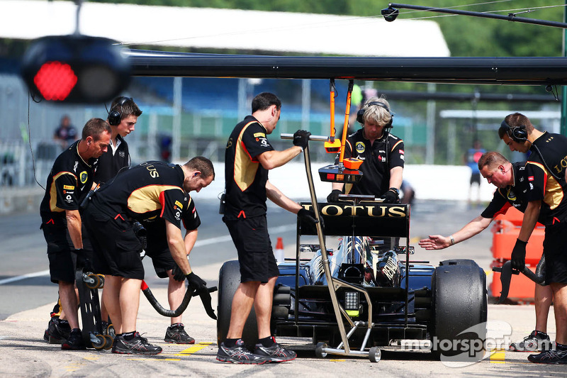 Davide Valsecchi, Lotus F1 E21 Third Driver in the pits
