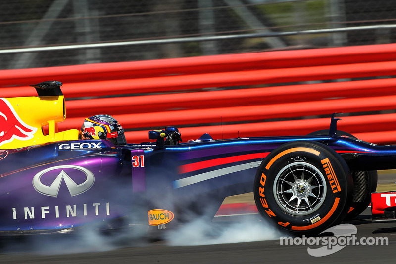 Carlos Sainz Jr., Red Bull Racing RB9 Test Driver verremt zich