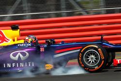 Carlos Sainz Jr., Red Bull Racing RB9 Test Driver verremt zich