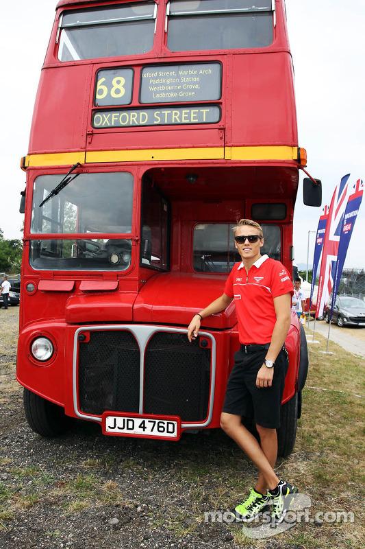 Max Chilton, Marussia F1 Team em ação promocional