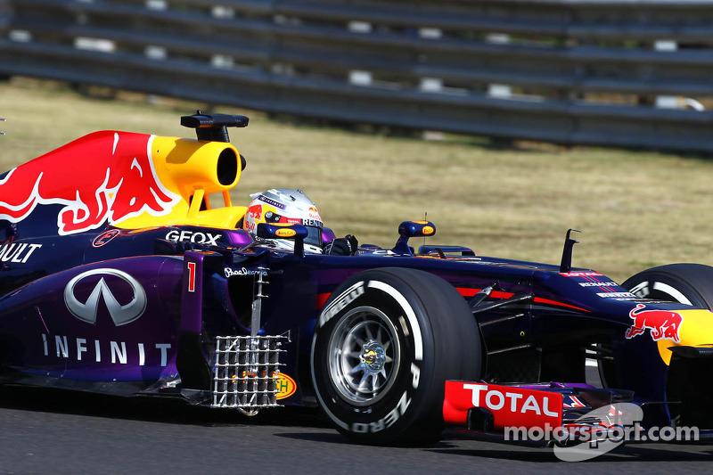 Sebastian Vettel, Red Bull Racing RB9 running sensor equipment on the sidepod