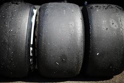 Pneus Pirelli desgastados