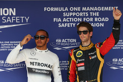 Lewis Hamilton, Mercedes AMG F1 and Romain Grosjean, Lotus F1 E21
