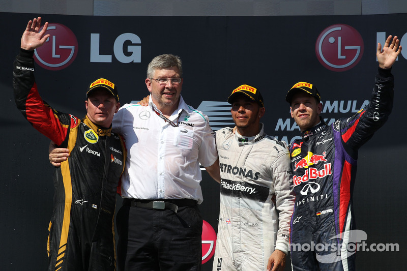 Podium: race winner Lewis Hamilton, second place Kimi Raikkonen, third place Sebastian Vettel, with Ross Brawn, Mercedes AMG F1