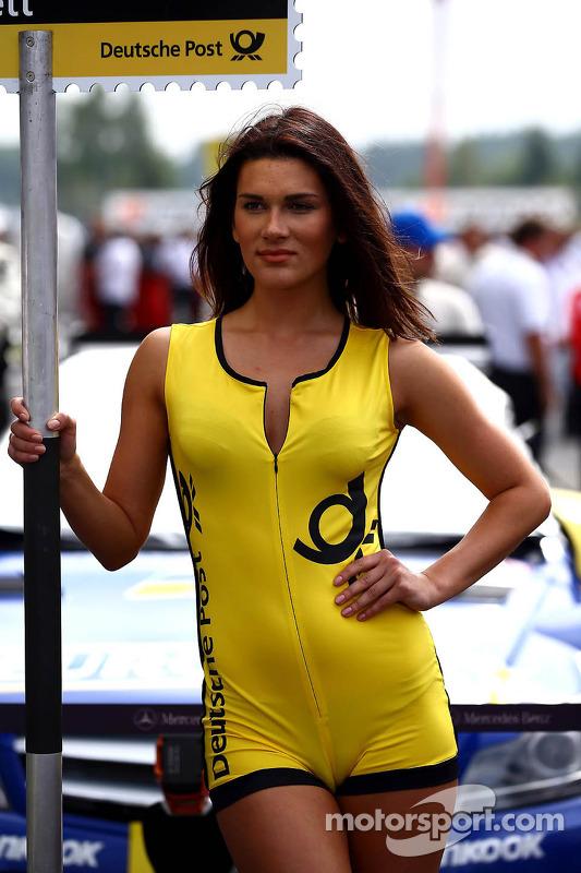 Grid girl do Gary Paffett, Mercedes AMG DTM-Team HWA DTM Mercedes AMG C-Coupe