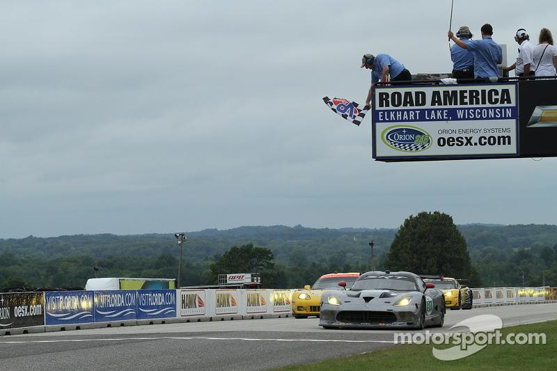 #91 SRT Motorsports Viper: Dominik Farnbacher, Marc Goossens wint de GT-klasse