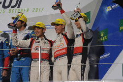 Podium LMP2 : les troisièmes, Ho-Pin Tung, Thomas Laurent, Oliver Jarvis, DC Racing