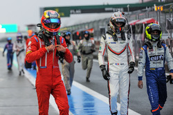 Jean-Eric Vergne, Kevin Estre, André Negrao during the red flag for weather