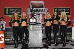 Monster-Girls in der Victory Lane