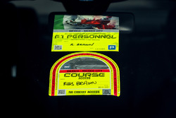 Pass et stickers de Ross Brawn, manager sportif F1